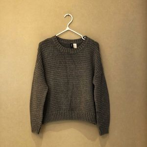 🦊 3 for $25 / Divided Grey Cropped Sweater